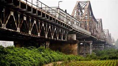 Từ hôm nay, Hà Nội phân luồng giao thông qua cầu Long Biên để cải tạo mặt cầu - ảnh 1
