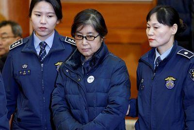 20 năm tù cho người phụ nữ làm chính trường Hàn Quốc chao đảo - ảnh 1