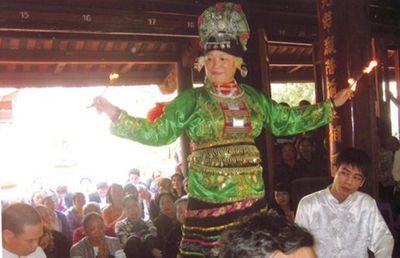 Vén màn bí mật số phận các đồng cô, bóng cậu (Kỳ 2): Ly kỳ lễ khơi long mạch ở chùa Hương và xây lầu Địa mẫu trên đỉnh Tản Viên - ảnh 1