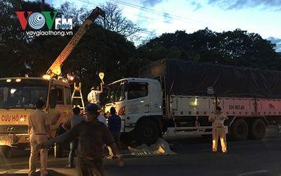 Tai nạn giao thông, nữ công nhân tử vong dưới gầm xe tải - ảnh 1