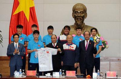 Quả bóng và chiếc áo U23 Việt Nam tặng Thủ tướng được trả giá 20 tỷ đồng - ảnh 1