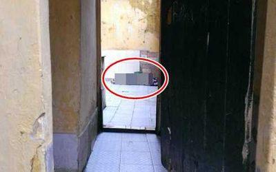 Tá hỏa phát hiện khách nữ tử vong trong nhà vệ sinh, bên cạnh là chai thuốc diệt cỏ - ảnh 1