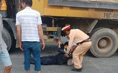 Chiến sĩ Cảnh sát PCCC bị xe tải tông trên đường đi chữa cháy về - ảnh 1
