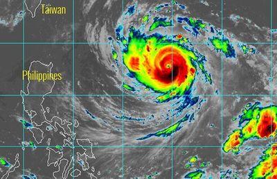 Siêu bão Trami xuất hiện gần Biển Đông - ảnh 1