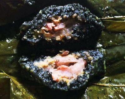 Điều bí ẩn tạo nên màu sắc độc đáo của chiếc bánh chưng đen lưng gù - ảnh 1