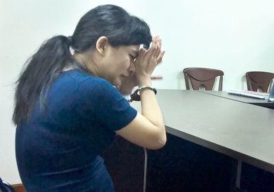 Nước mắt muộn màng của người mẹ ép con gái uống thuốc trừ sâu - ảnh 1