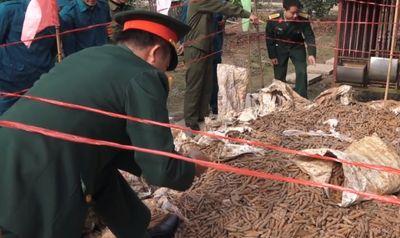 Di chuyển 6 tấn đầu đạn được phát hiện trong vườn nhà dân ở Hưng Yên - ảnh 1