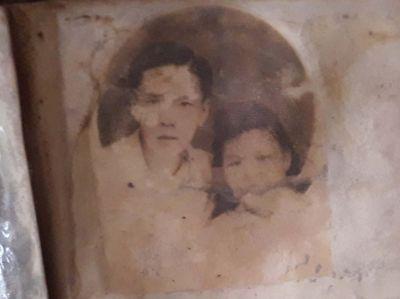 Vợ tìm được chồng nhờ bức ảnh tìm thấy trong hố chôn liệt sĩ tập thể - ảnh 1
