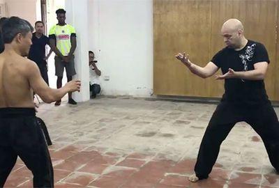 Cao thủ Vịnh Xuân Flores liên tục thách đấu với các võ sư Việt Nam là phạm pháp - ảnh 1