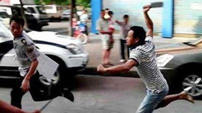 Hà Nội: Điều tra vụ tài xế xe tải bị chém nhập viện sau va chạm giao thông - ảnh 1
