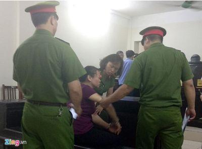 Bị tuyên án tử, người phụ nữ vận chuyển thuê 2 bánh heroin ngã quỵ - ảnh 1