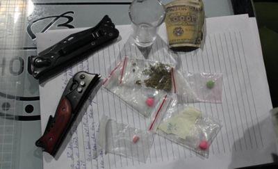 """Cảnh sát đột kích quán bar, phát hiện nhiều """"dân chơi"""" dương tính với ma túy - ảnh 1"""