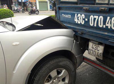 Tin tai nạn giao thông mới nhất ngày 11/8/2018: Xe máy va chạm ôtô tải, bé trai 6 tuổi tử vong - ảnh 1
