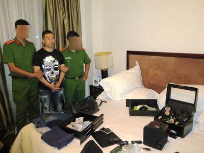 """Hé lộ cuộc sống của ông trùm """"tập đoàn"""" ma túy lớn nhất Việt Nam: Sống xa hoa cùng kiều nữ và siêu xe - ảnh 1"""