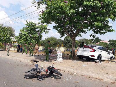 Tin tai nạn giao thông mới nhất ngày 12/1/2019: Thi thể người phụ nữ trong ô tô nằm sâu dưới bụi rậm - ảnh 1