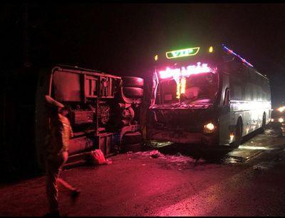 Tin tai nạn giao thông mới nhất ngày 10/1/2019: Cụ ông bán vé số chết thảm dưới bánh ô tô chở đá lạnh - ảnh 1