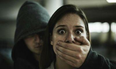 Người phụ nữ tay không bắt gọn cướp cầm dao giữa đêm khuya - ảnh 1