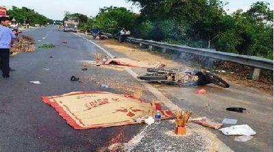 Ô tô tải tông xe máy, 2 người tử vong tại chỗ - ảnh 1