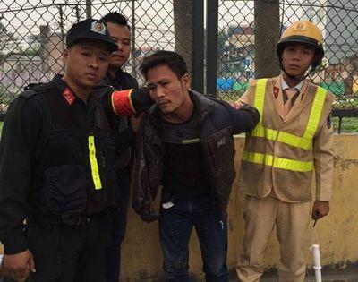 141 bắt nóng đối tượng cướp điện thoại, liều lĩnh bỏ chạy - ảnh 1