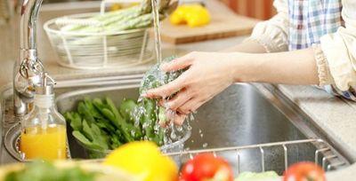 Ngâm thực phẩm trong nước muối: Sai lầm hại sức khỏe? - ảnh 1