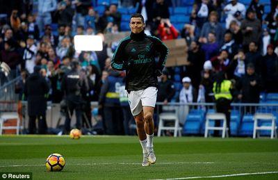 Real 0-0 Barca: Ronaldo làm rung lưới Barca nhưng... - ảnh 1