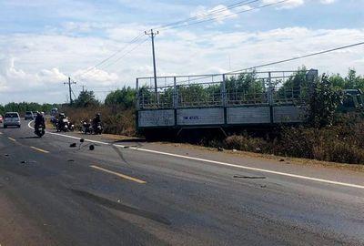 Xe tải gãy trục lao vào xe máy, 3 chị em ruột bị cán chết thương tâm - ảnh 1