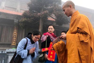 Hành hương mùa Phật đản, quý Tăng Ni cả nước được miễn phí vé cáp treo Fansipan - ảnh 1