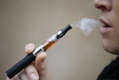 Phó GĐ trung tâm Hô hấp cảnh báo thuốc lá điện tử - ảnh 1