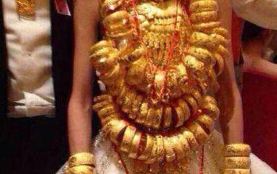 Chuyện bi hài: Chị chồng tặng vàng giả trong đám cưới, còn khoe khắp nơi - ảnh 1