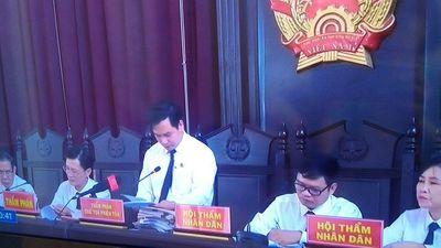 Vụ tai biến chạy thận tại BV Đa khoa Hòa Bình: Nhiều luật sư xin vắng mặt, phiên tòa hoãn xử - ảnh 1
