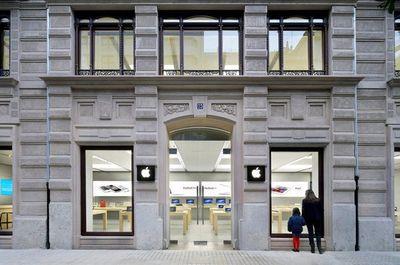 Pin iPhone lại phát nổ tại hai cửa hàng Apple Store - ảnh 1