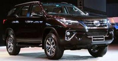 Toyota Land Cruiser Prado bất ngờ tăng gần 100 triệu đồng. - ảnh 1