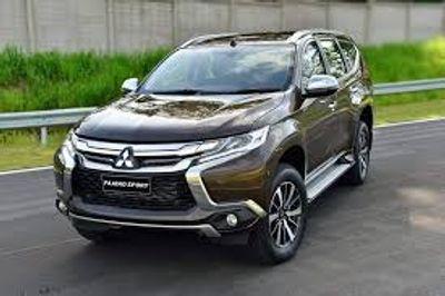 """Đầu năm 2018, Mitsubishi Pajero """"chơi sốc"""", giảm giá kịch sàn 164 triệu đồng - ảnh 1"""