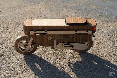 Xe máy siêu độc làm từ gỗ giá chỉ 159 nghìn đồng có gì đặc biệt?  - ảnh 1