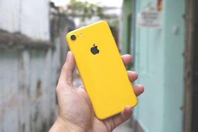 """iPhone 2018 sẽ được mặc """"áo mới"""" nổi bật với màu màu xanh, vàng, hồng? - ảnh 1"""