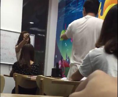 Cô giáo tiếng Anh lăng mạ học sinh bất ngờ lên tiếng  - ảnh 1