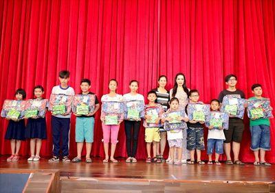 Đêm hạnh phúc của các bé tại sân khấu kịch Trịnh Kim Chi - ảnh 1
