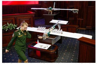 Nga trưng bày máy bay không người lái tấn công căn cứ quân sự tại Syria - ảnh 1