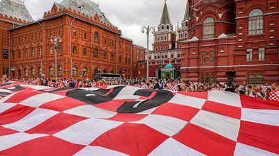 CĐV Croatia vỡ òa sung sướng, ăn mừng chiến thắng World Cup lịch sử - ảnh 1