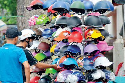 Cục Quản lý Chất lượng vạch trần hàng loạt đơn vị bán mũ bảo hiểm, xăng dầu rởm - ảnh 1