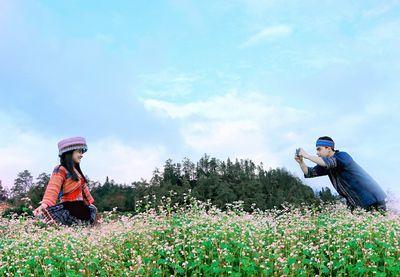 Đến Fansipan ngắm biển hoa tam giác mạch bồng bềnh, vui hội vùng cao - ảnh 1