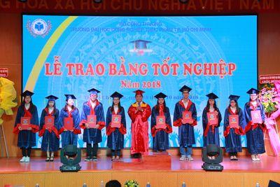 Hơn 3600 tân cử nhân, kỹ sư nhận bằng tốt nghiệp năm 2018 - ảnh 1