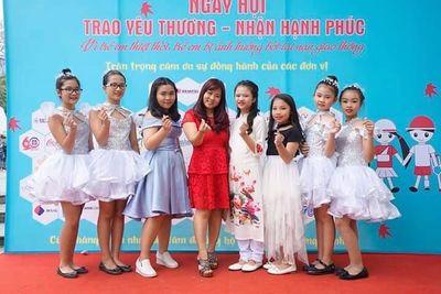 Cô giáo thanh nhạc Nguyễn Linh Thúy - Tấm lòng nhân ái vì cộng đồng - ảnh 1