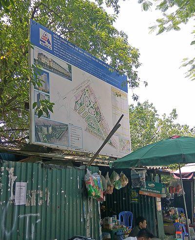 Sau xử phạt, bãi xe không phép tại dự án Văn La vẫn ngang nhiên tồn tại - ảnh 1