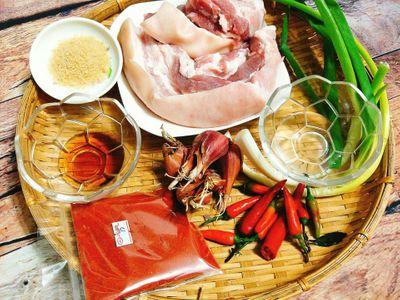 Món ngon mỗi ngày: Thịt ba chỉ rim mắm đậm đà, đưa cơm - ảnh 1