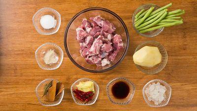 Món ngon mỗi ngày: Cách làm món sườn kho khoai tây lạ miệng - ảnh 1