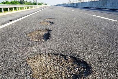 Ổ gà trên cao tốc Đà Nẵng - Quảng Ngãi: Bộ trưởng GTVT phải chịu trách nhiệm? - ảnh 1