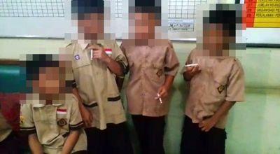 Indonesia: Hiệu trưởng hứng chỉ trích vì bắt các em học sinh 8 tuổi hút thuốc - ảnh 1