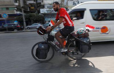 Chàng trai Ai Cập 24 tuổi dũng cảm đạp xe 5000km để tới Nga xem World Cup  - ảnh 1