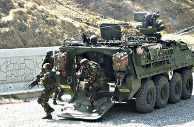 4 thiết giáp Stryker của Mỹ đâm va liên tiếp, nhiều binh lính bị thương - ảnh 1